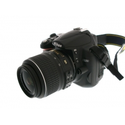 Nikon D5000 12.3 megapixel dslr camera (with 18-55 Lens)